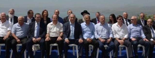 Netanyahu sitzt